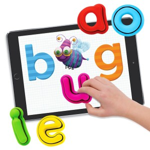 Tiggly Words is a set of five vowel toys (a, e, i, o, u) designed by educators to interact with Tiggly's three new iPad apps: Tiggly Submarine, Tiggly Tales and Tiggly Doctor.